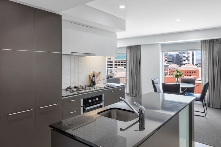 Modern 2 Bed in CBD