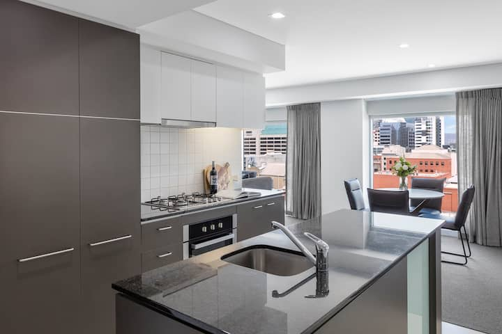 Modern 2 Bedroom with Balcony in Adelaide CBD