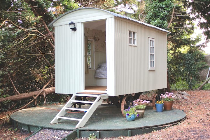 Priory Meadow Shepherd's Hut