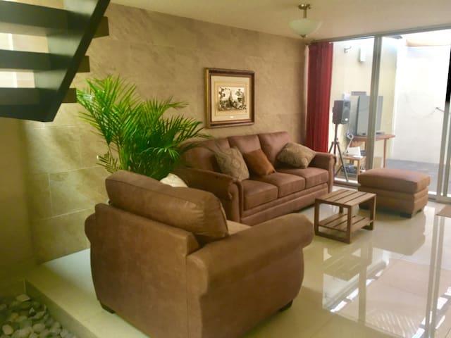 Rooms in residential area, ideal para familia.