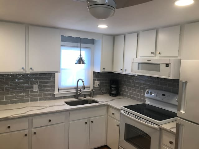 NEWLY RENOVATED 2BR Condo Steps from the beach!