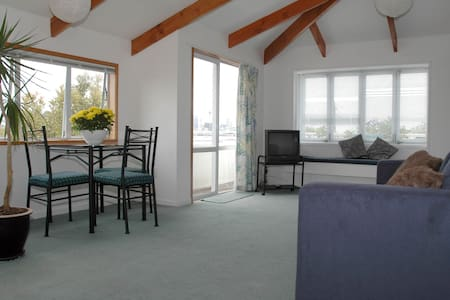 Sunny+ Views ! Village central Waitemata Apartment - 奧克蘭