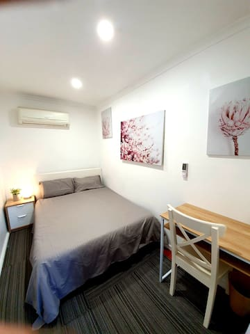 Family Airbnb Double Rm C-10 mins to airport