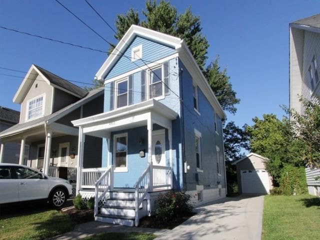 Updated, Charming Oakley House !
