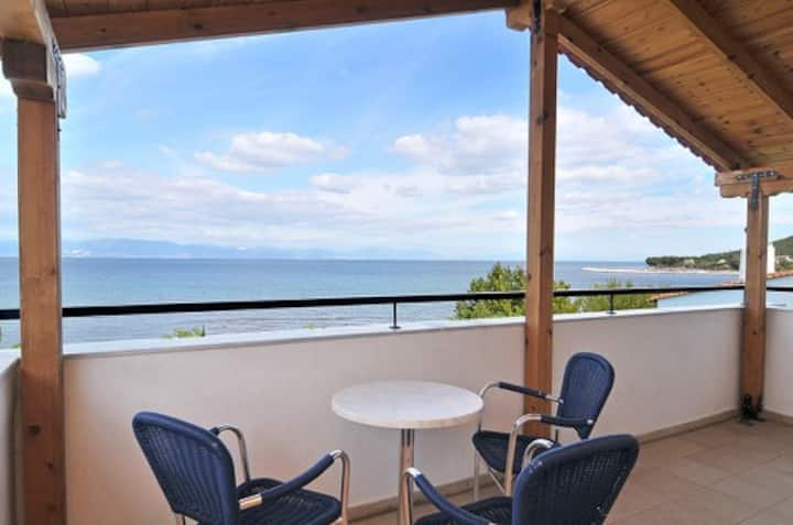Studio Apartment on the Sea