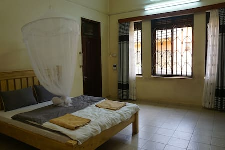 Self contained Double bed /single room - Kampala - Bed & Breakfast
