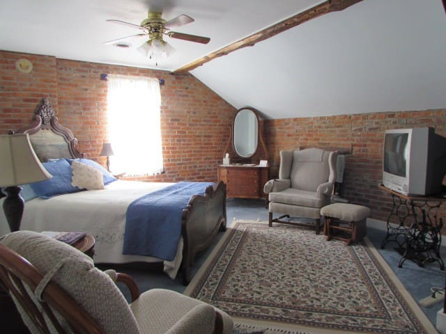 Historic B&B in the Amana Colonies (#3) - Homestead