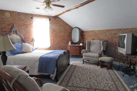Historic B&B in the Amana Colonies (#3) - Bed & Breakfast