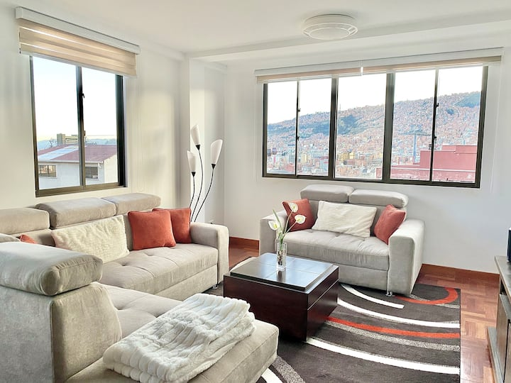 Cozy clean & modern. Mins from cable car & museums