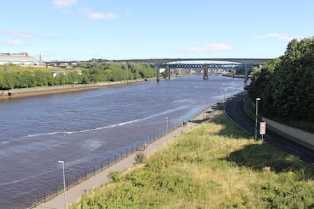 Riverside Apartment with River Views - Gateshead