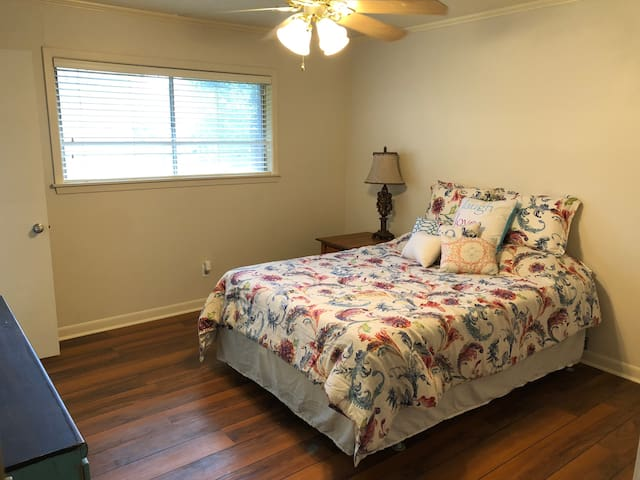 Cozy 3 Bedroom near Downtown Lafayette