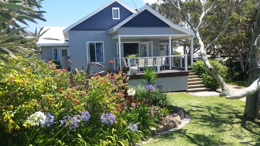 Boat Harbour Cottage...less than 200m from beach!