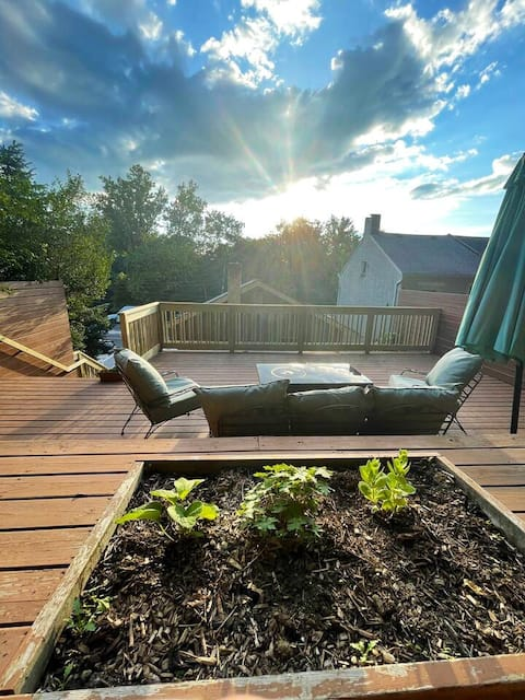 Lambertville -in-town with Elevated Deck/sunsets