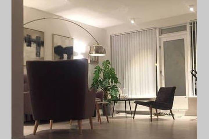 Luxury family house by swimmingpool - Reykjavík - Dom