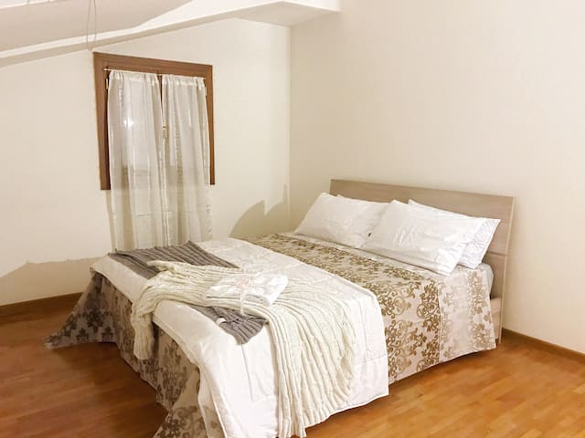 """""""Rose Apartment"""" Room3, 5 min San Marco, with LIFT"""