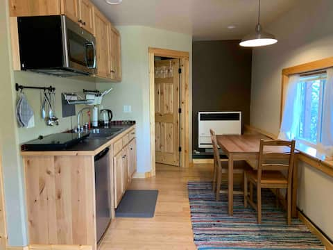 Lovely 1 bed studio apartment in Susanville