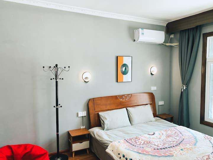 香格里拉市古城旁独立自助公寓轻奢大床房