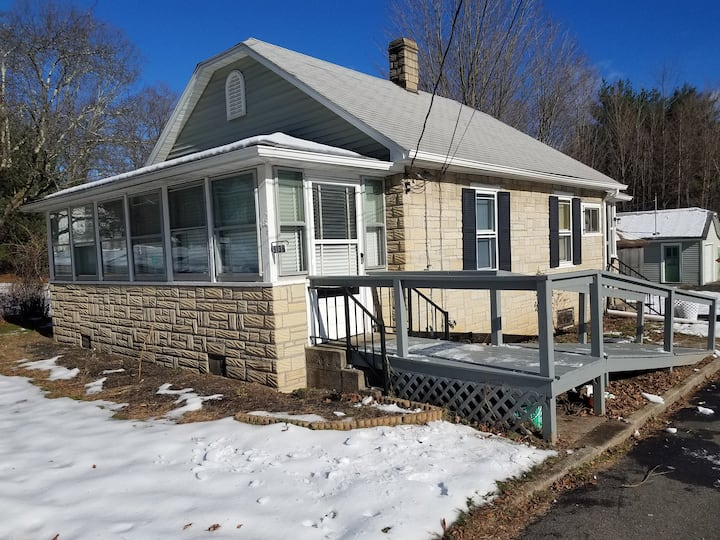 Catskill Reservoir Dream Cottage