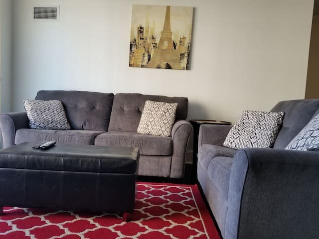 Very Bright And Specious 3 Bdr 2 Bath Apartment