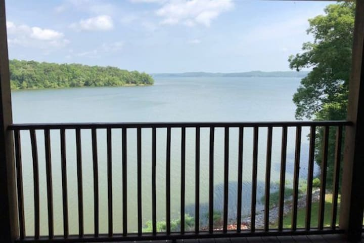 Waterfront 2 bedroom Kentucky Lake Condo 4E