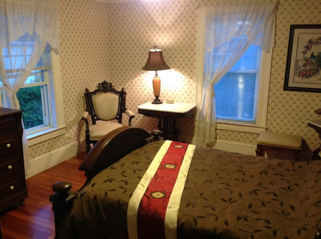 The Gold Room in The Yellow House Bed & Breakfast