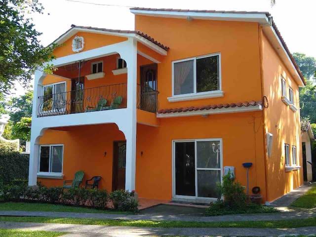 Casa vacacional Nueva  canton El Zapote SM Reu