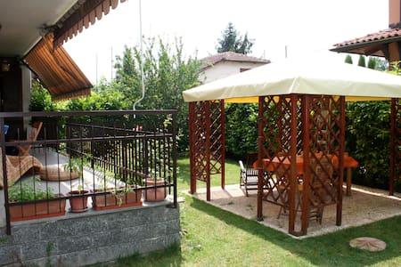 Casa con giardino 10 Min da Torino - Trofarello