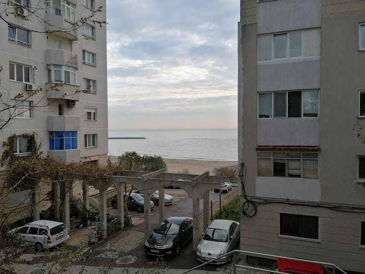 Large seaview  apartment near Ovidius University