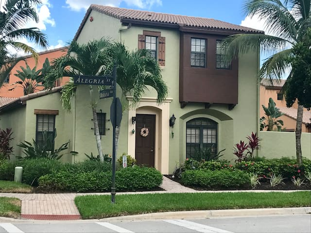 Fabulous 2 BR Casita in Fort Myers #1 Community!