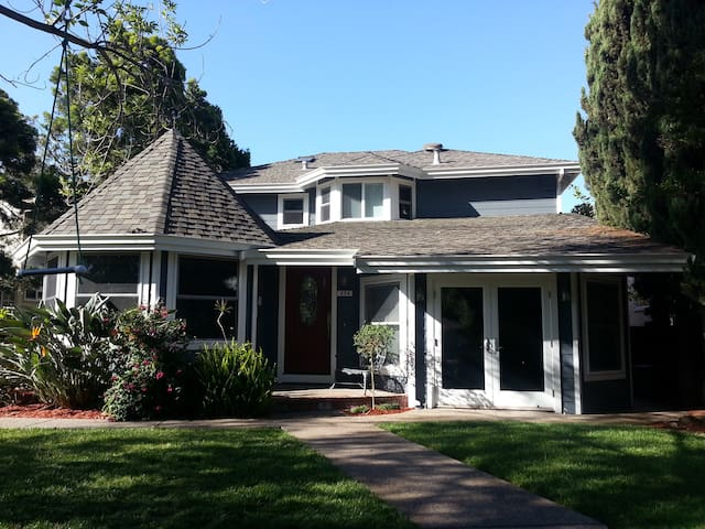 Great for Art Lovers, Bibliophiles, and Sailors - Benicia - House