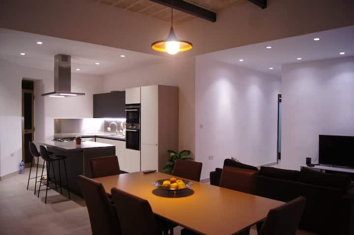 Amazing luxury spacious 4 bedroom apartment