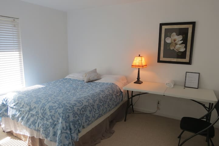 $1090$/M Private room B