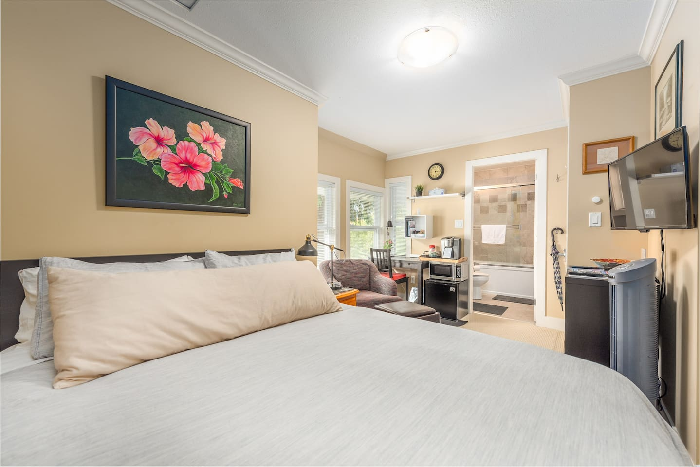 Chez AJ features 2 lovely Guest Rooms. The West Room is a bright, cozy room with Queen Bed, private bathroom, entertainment system and small seating & work area. Ideally suited for 1 guest, but certainly nice and comfy for 2. Just read the reviews!!!