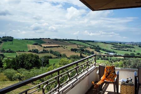 Dreamlike views and huge private garden in Gradara - Pievevecchia - Pis