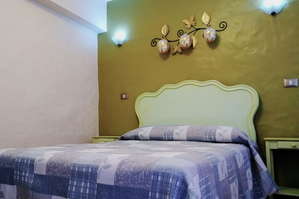 Habitación temática de nombre Lola Beltran, confortable y cómoda para 2 personas.