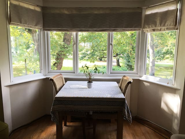 2 Bed Apartment With River Views In Kingston