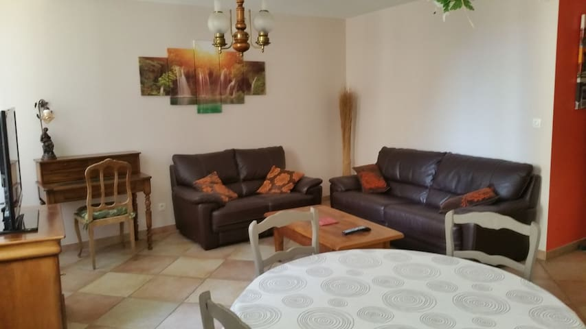 Appartement T2 55m² - 1er Etg - Parking - Aubagne - Apartament