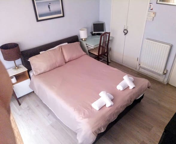 Haggerston Central Double Room with WiFi
