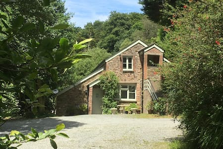 The Coach House at Lower Coombe Royal- Family/Dogs