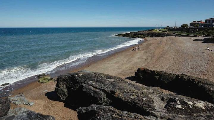 Central Greystones Staycation near Dart & Beach