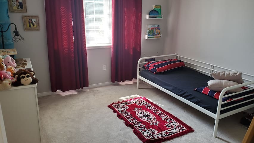 This room is with single bed only. With closet.