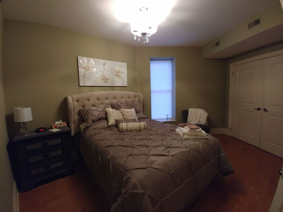 Master bedroom (has ensuite double jacuzzi)