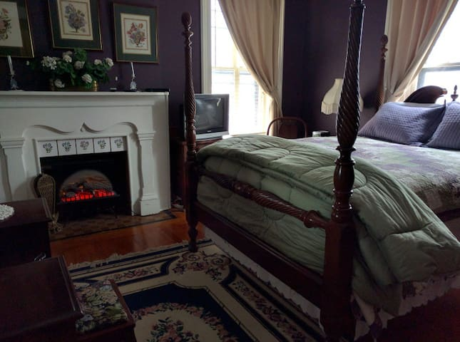Rosemont inn: Lavender - Utica - Bed & Breakfast