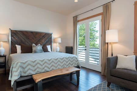 NW Luxury Inn - Crafted for you - 3rd Street BnB - Mukilteo