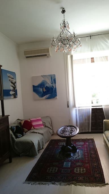 Living room with airconditioning. 2 sofas(1sofa possible use sofabed)この上にエアコンがあります。