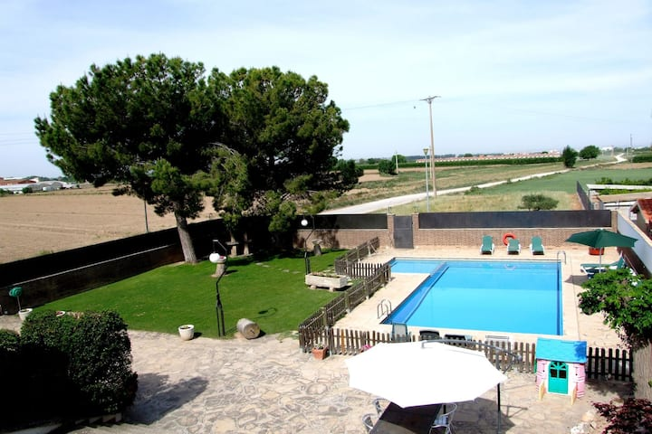 Spacious Holiday Home in Vilanova de Bellpuig with Garden