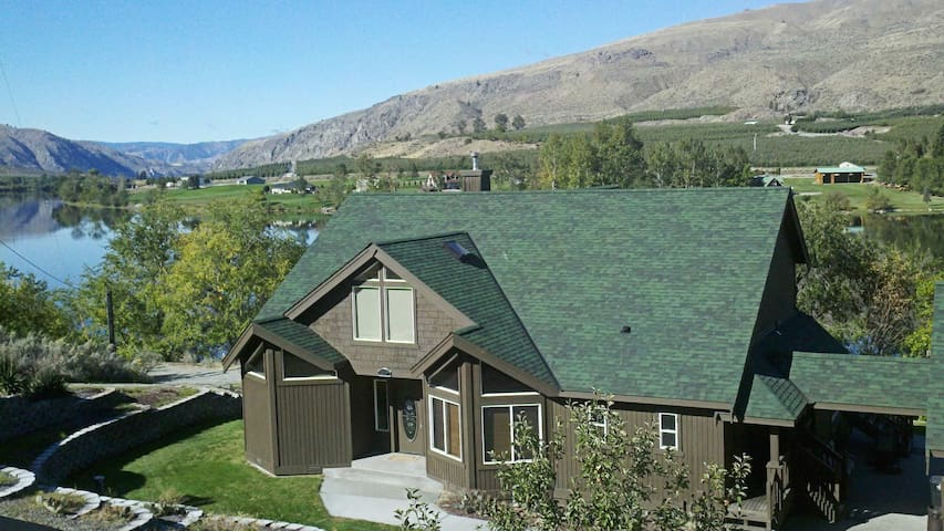 Large Waterfront Home Just 10 Min from Chelan! - Orondo - Huis