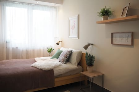 COZY WITH NATURAL VIBE  10' from Center