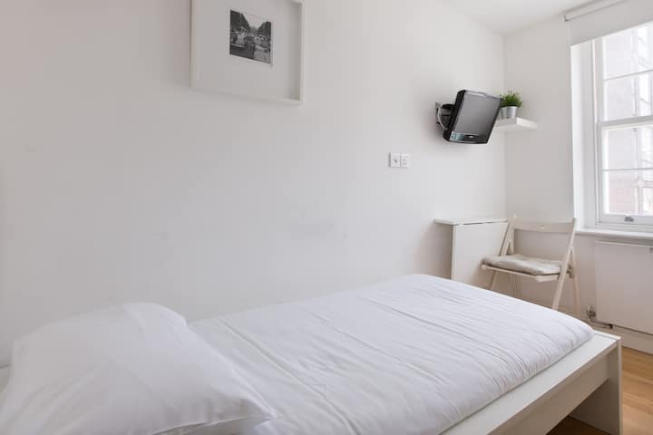 Tottenham Rooms by DC London Rooms R2A