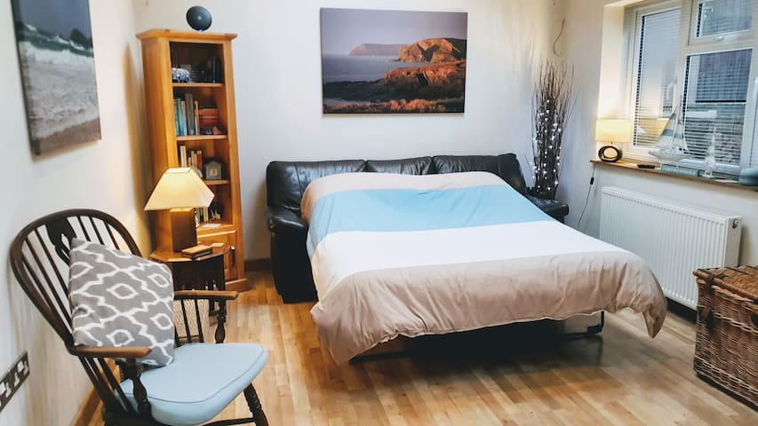 Spacious Double Room, Private Bathroom and Parking